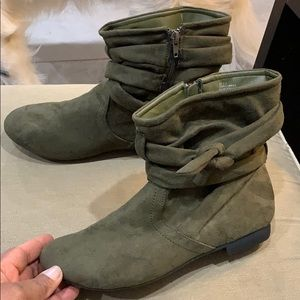 Olive Street green suede boots 8.5